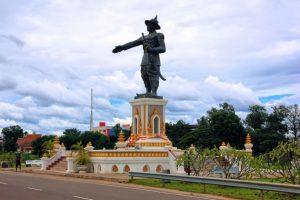 estatua-parque-chao-anouvong-vientiane-630x420